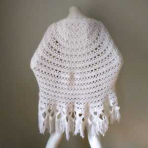 Vtg White Handknit Crochet Fringe Sweater Shawl